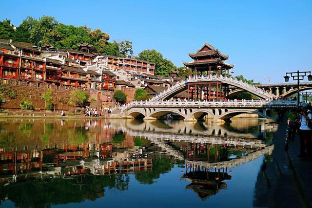 一座面积仅有0.8平方公里,却有2000多年的历史的黔阳古城