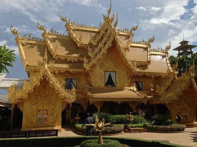 """泰国最""""奢华""""的厕所:全部""""土豪金""""打造而成"""