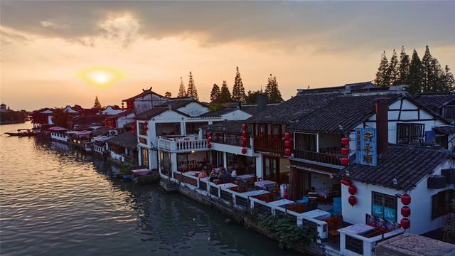 上海最知名的古镇朱家角旅游,已有千余年的历史