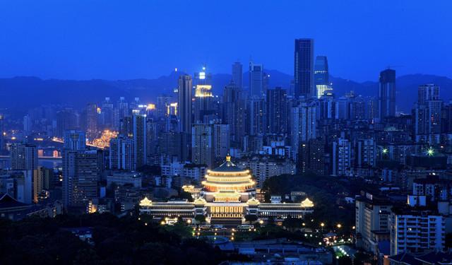 七月中旬去重庆旅游合适吗?人会不会很多?