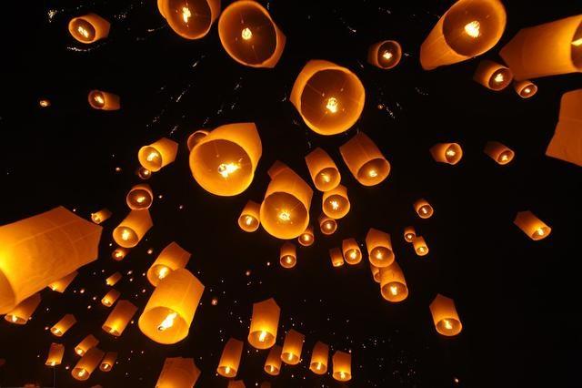 """天官赐福中的""""明灯三千"""",现实世界的这个地方,竟每年都能看见"""
