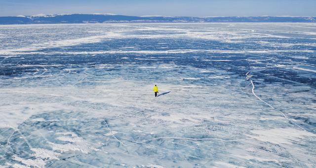 俄罗斯贝加尔湖、中国赛里木湖,谁才是冬天最美的蓝冰湖?