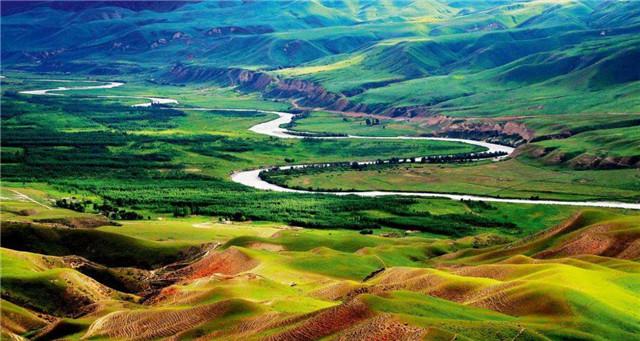 想去新疆自驾旅行,可以推荐一款SUV吗?