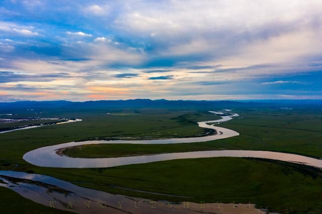黄河九曲第一湾有多美?看上去就像舞动的丝带从天边飘来