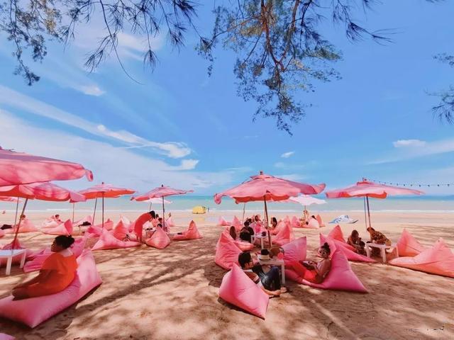 住房车在芭堤雅TuTuBeach粉色的少女心海滩观海