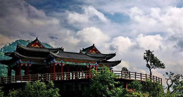 河南南阳内乡二龙山值得去看看吗?(二龙山有什么好玩的地方)